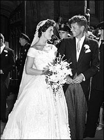 Ο γάμος με τον Τζον Κέννεντυ - 12/9/1953 - John F. Kennedy and Jackie at their wedding