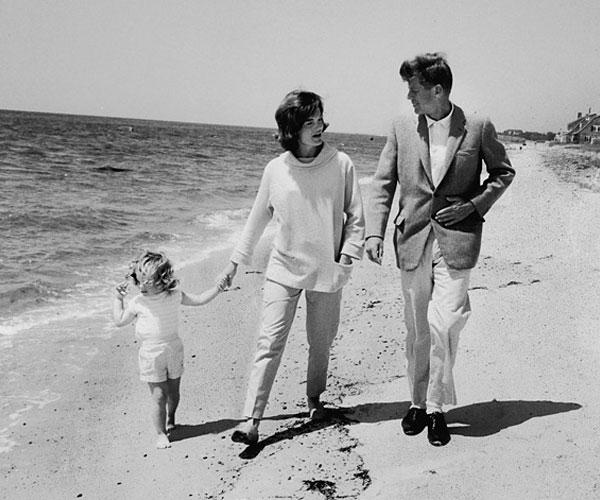 Ο Τζον, η Τζάκυ και η μικρή Καρολάιν - John, Jackie and little Caroline - 1959
